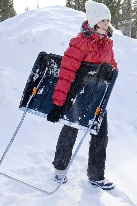 Shrnovač sněhu Fiskars velký, skládací