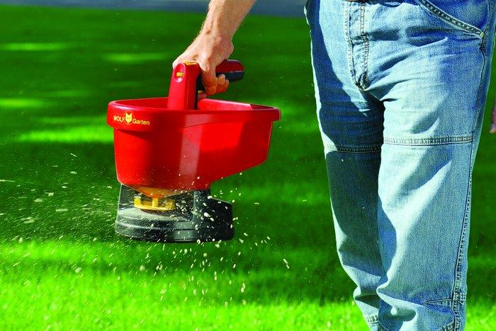 Zahradní technika pro aplikaci hnojiv
