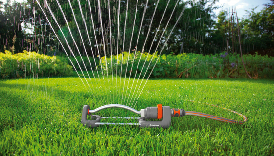 Chcete dokonalou zahradu? Začněte správným zavlažováním trávníku
