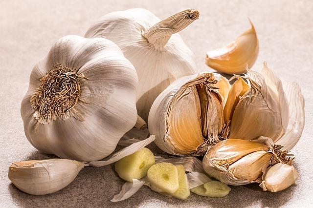 Jak, proč a čím namořit sadbový česnek před výsadbou?